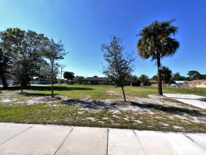 2504 Avenue M Street, Fort Pierce, FL 34947
