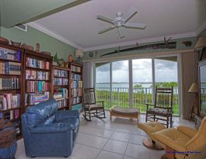 32 Harbour Isle W Drive, Fort Pierce, FL 34949