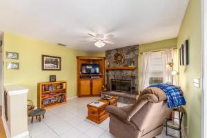 142 Park N Road, Royal Palm Beach, FL 33411