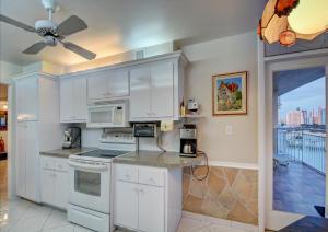 18011 Biscayne Boulevard, Aventura, FL 33160
