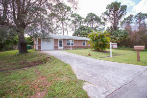 1086 Sw Sarto Lane, Port Saint Lucie, FL 34953