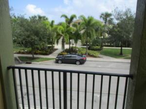 1952 Se High Springs Drive, Port Saint Lucie, FL 34952