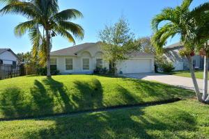 642 Se Starflower Avenue, Port Saint Lucie, FL 34983