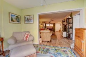 30 Colonial Club Drive, Boynton Beach, FL 33435
