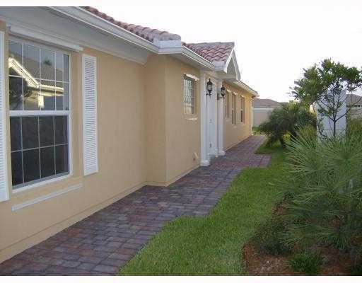 10437 Sw Stratton Drive, Port Saint Lucie, FL 34987