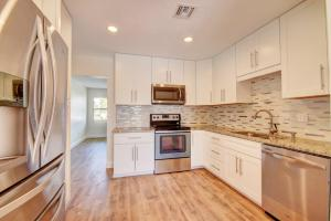 422 W Ocean Avenue, Lantana, FL 33462