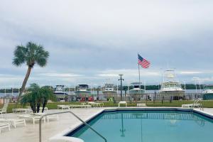 2424 N Federal Highway, Boynton Beach, FL 33435