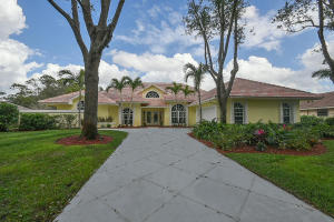 18505 Se Heritage Oaks Lane, Tequesta, FL 33469