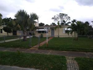 6710 Forest Court, West Palm Beach, FL 33405