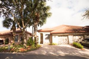 1019 Via Jardin, Riviera Beach, FL 33418