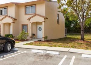 1808 Lakeview W Drive, Royal Palm Beach, FL 33411