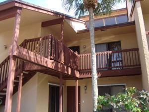 202 Lakeview E Drive, Royal Palm Beach, FL 33411
