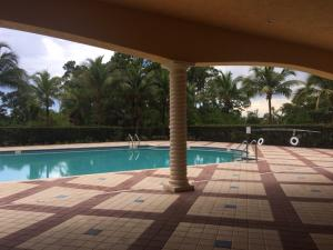 6009 Pine Tree Way, Riviera Beach, FL 33410