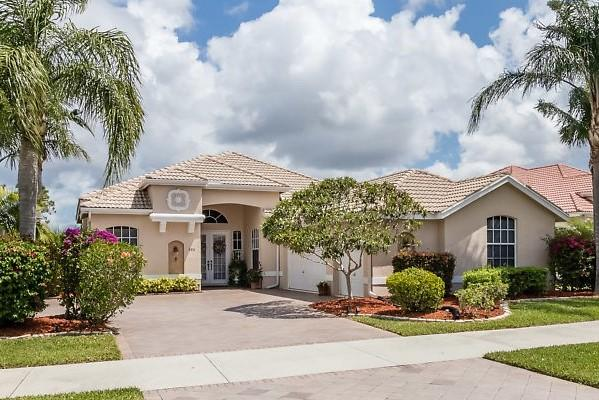702 Sw Lake Charles Circle, Saint Lucie West, FL 34986