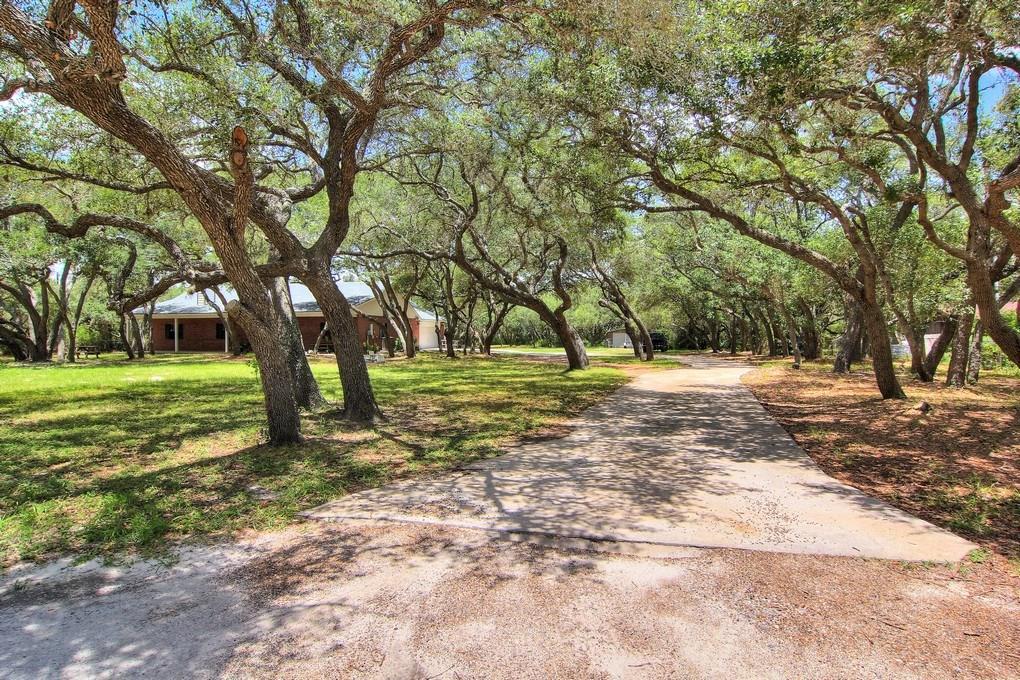 1402 W Johnson Ave, Aransas Pass, TX 78336