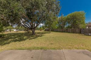 7002 Lake View Dr, Corpus Christi, TX 78412