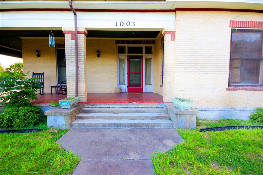 1003 Ave C Ave Sw, Beeville, TX 78102