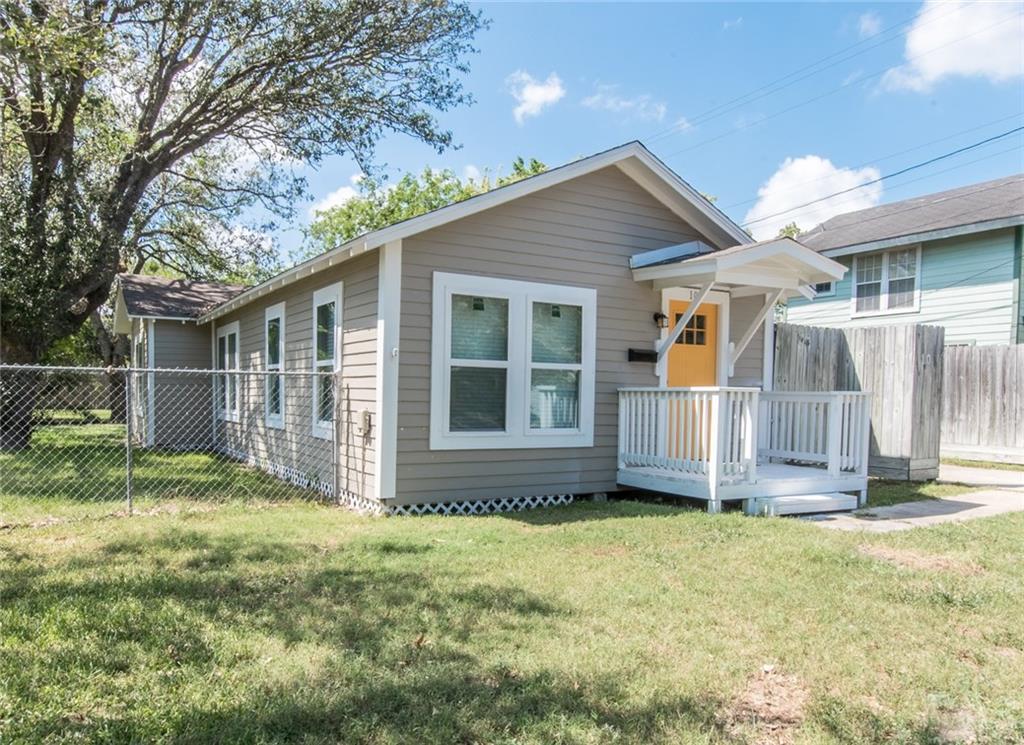 109 N Travis St, Sinton, TX 78387