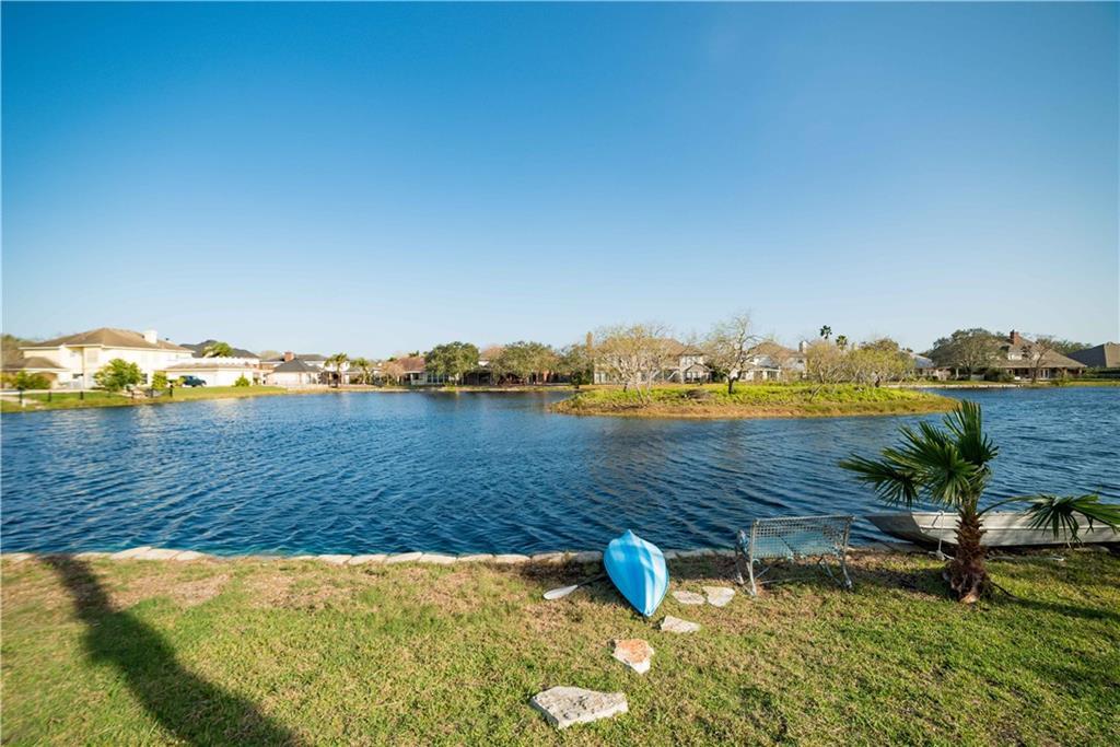7614 Dijon Lake Dr, Corpus Christi, TX 78413