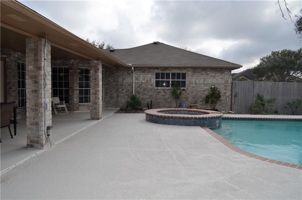 2817 Chapel View Dr, Corpus Christi, TX 78414
