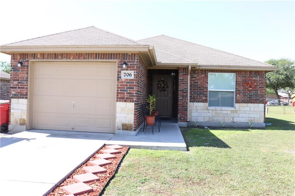 706 North View Cr, Robstown, TX 78380