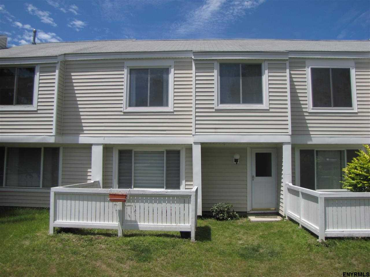 2002 Rockport Ct, East Greenbush, NY 12061