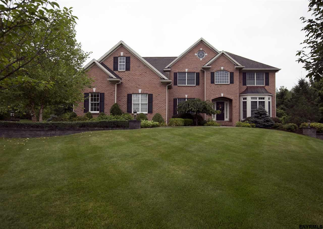 29 Windsor Ct, Guilderland, NY 12159