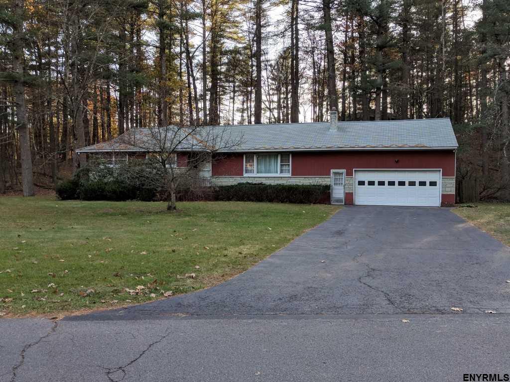2 Pine Ridge Dr, Guilderland, NY 12084