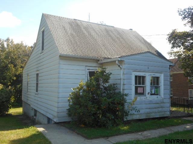 5 Pine Av, Colonie, NY 12047
