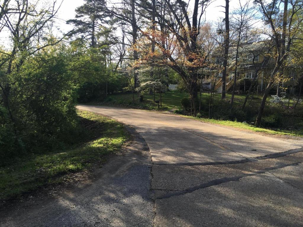 402 Tennessee Ave, Signal Mountain, TN 37377