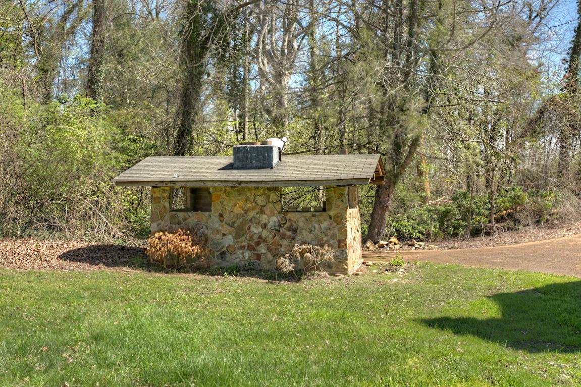 1511 E Brow Rd, Signal Mountain, TN 37377