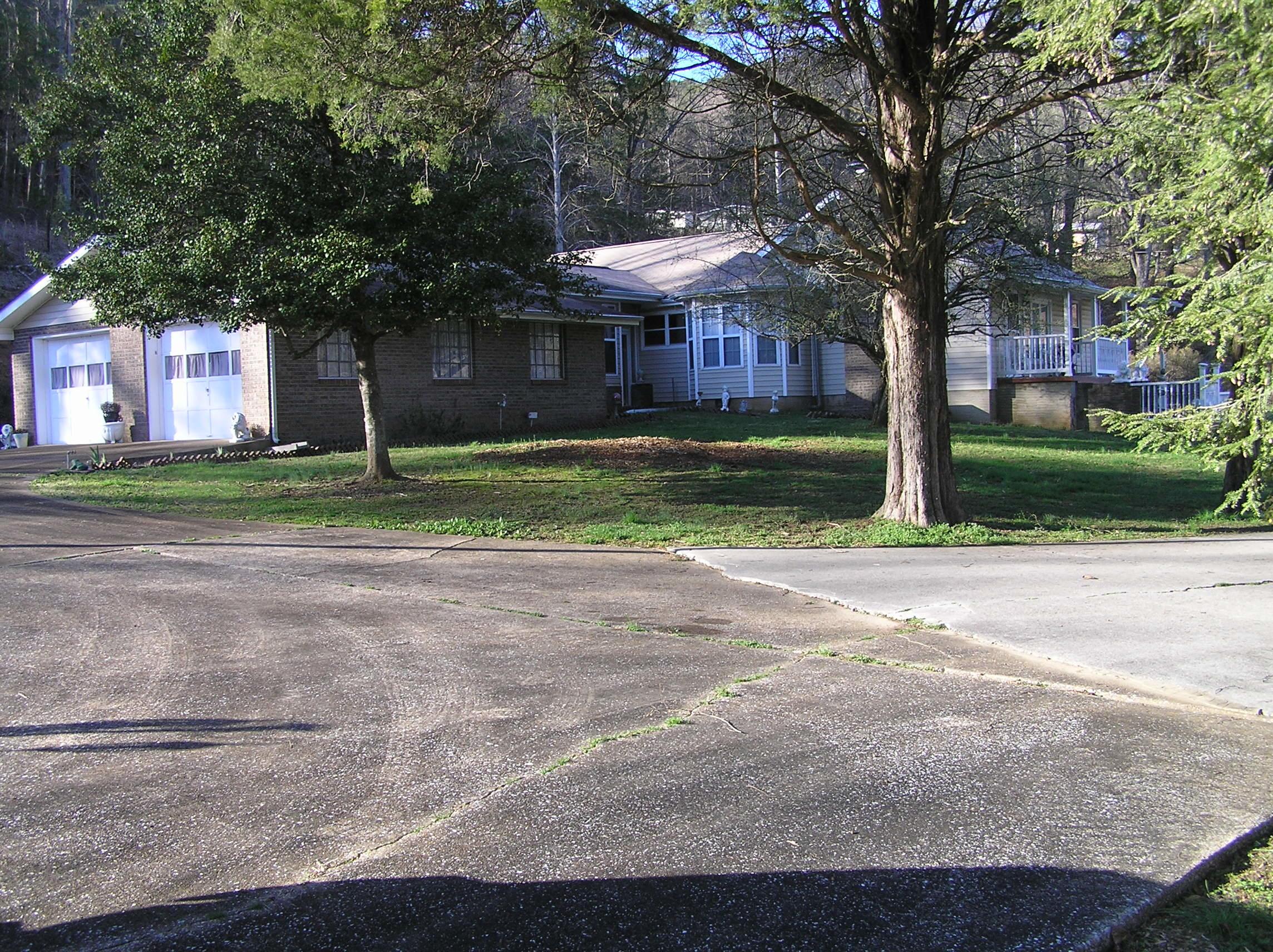 238 Cox Lane Ln, Soddy Daisy, TN 37379