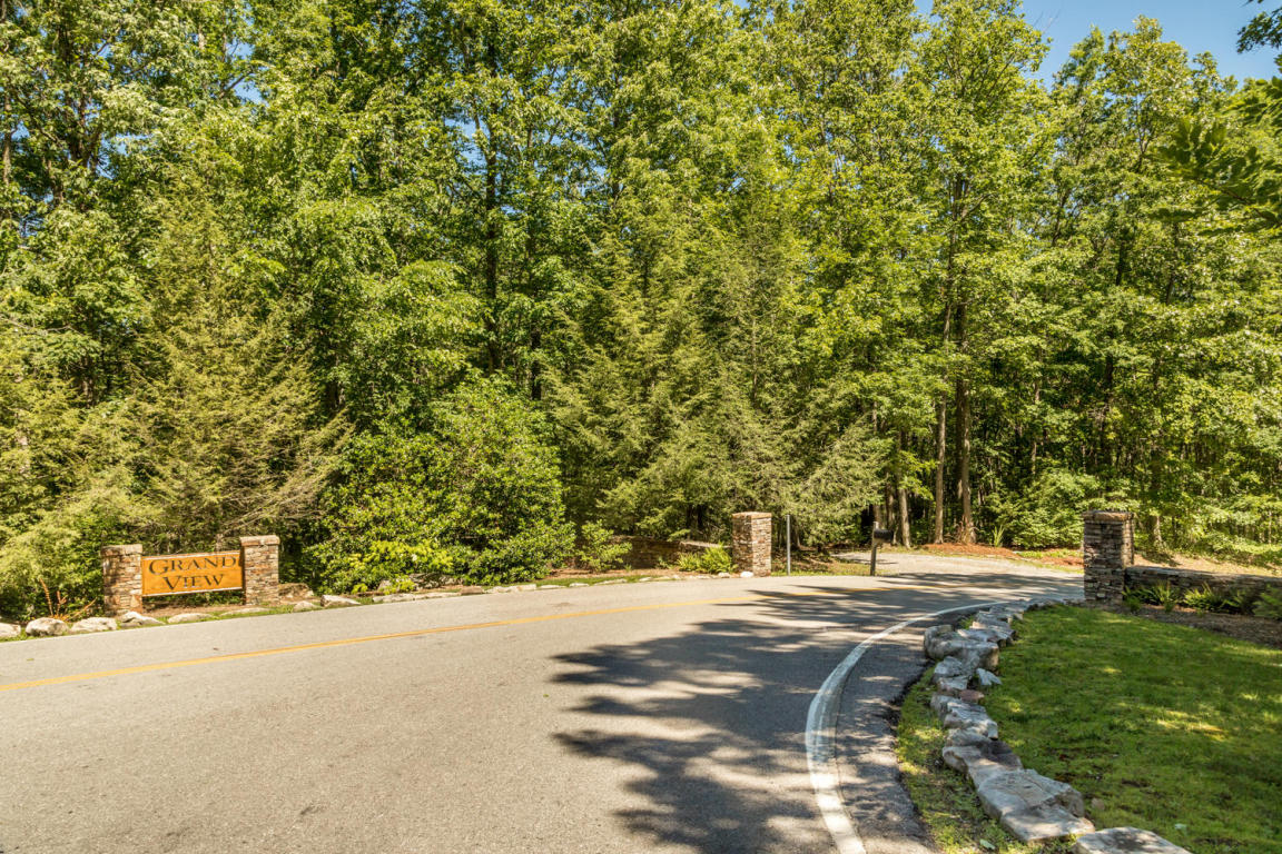 736 Clear Brooks Dr, Signal Mountain, TN 37377