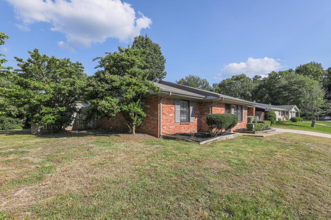 7704 W Village Ln, Hixson, TN 37343