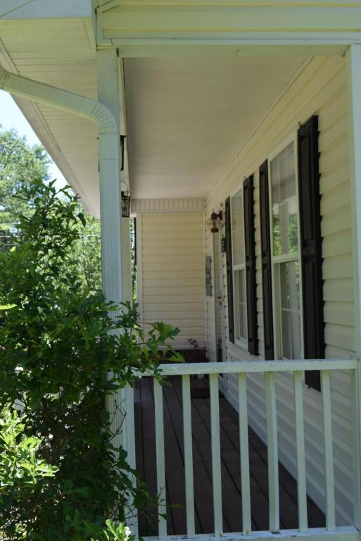 307 Ridgecrest Dr, Lafayette, GA 30728