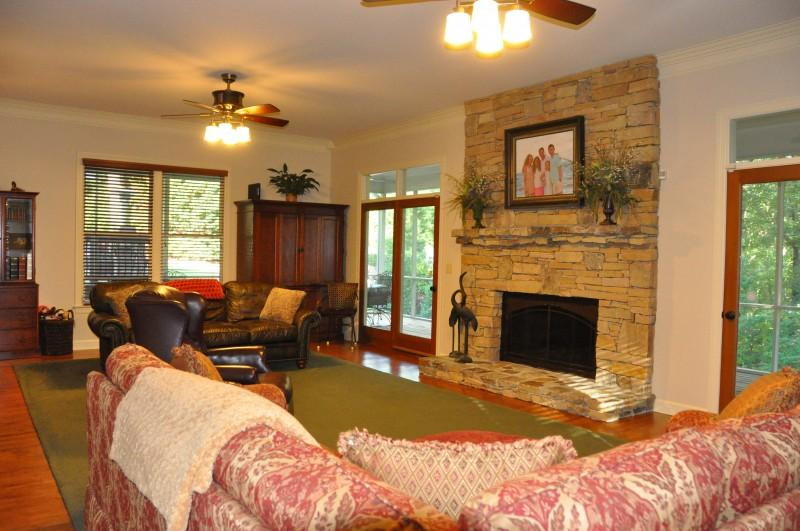 55 Whispering Pines Dr, Signal Mountain, TN 37377