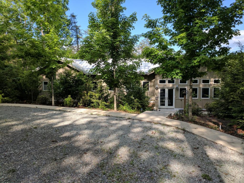252 Bobcat Hollow Rd, Coalmont, TN 37313