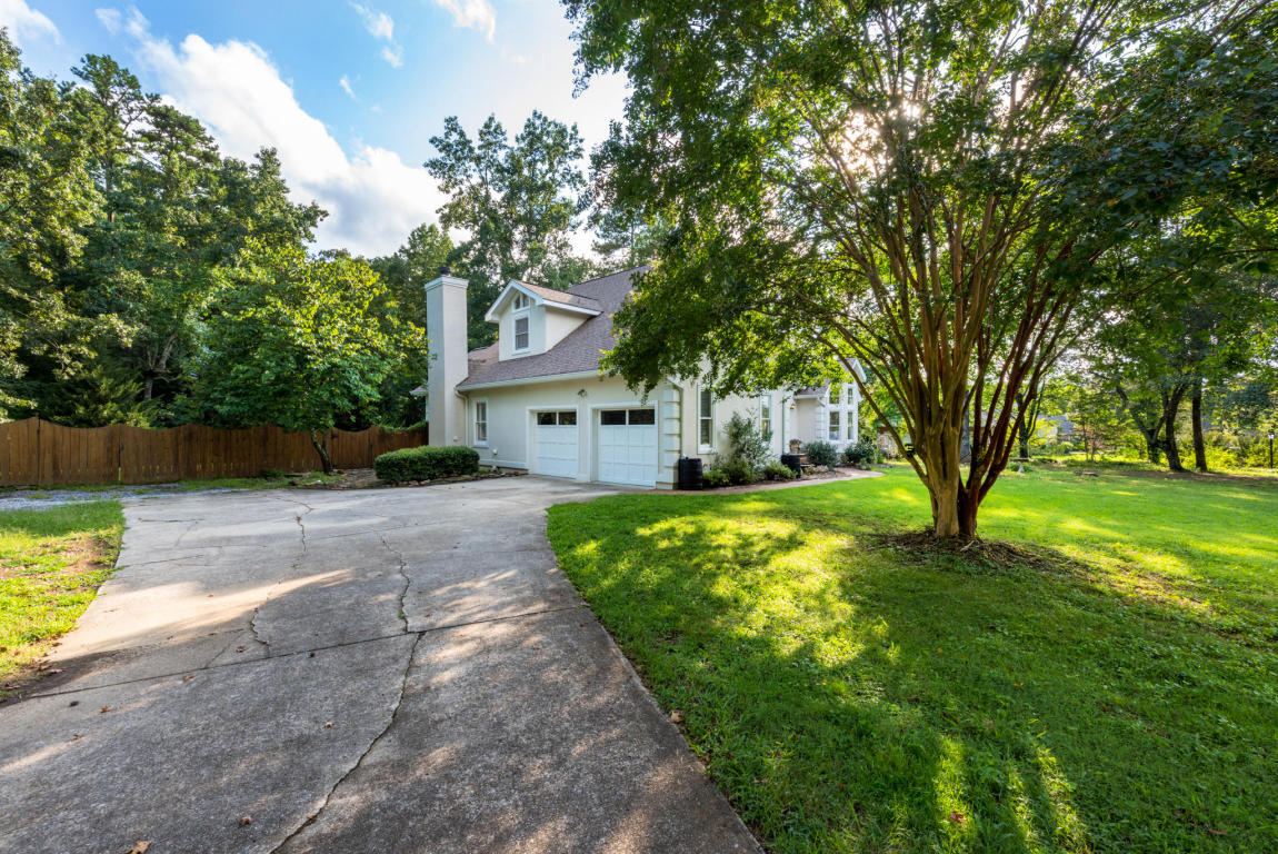 9510 Thornberry Dr, Ooltewah, TN 37363