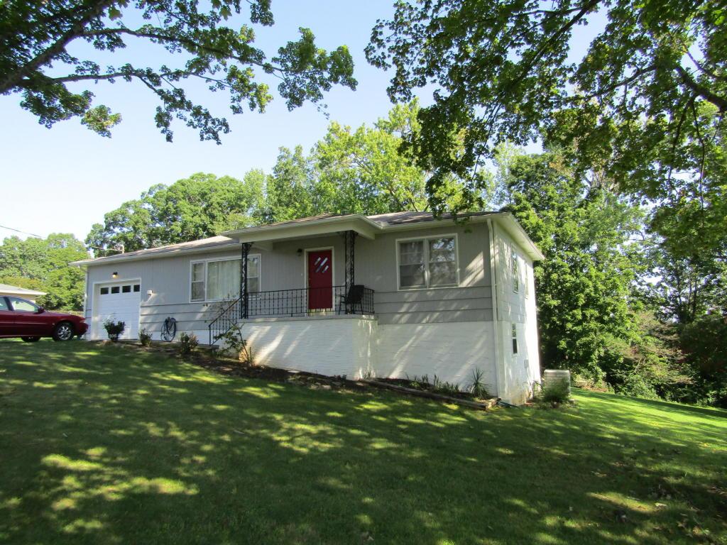 806 Forrest Dr, Rossville, GA 30741