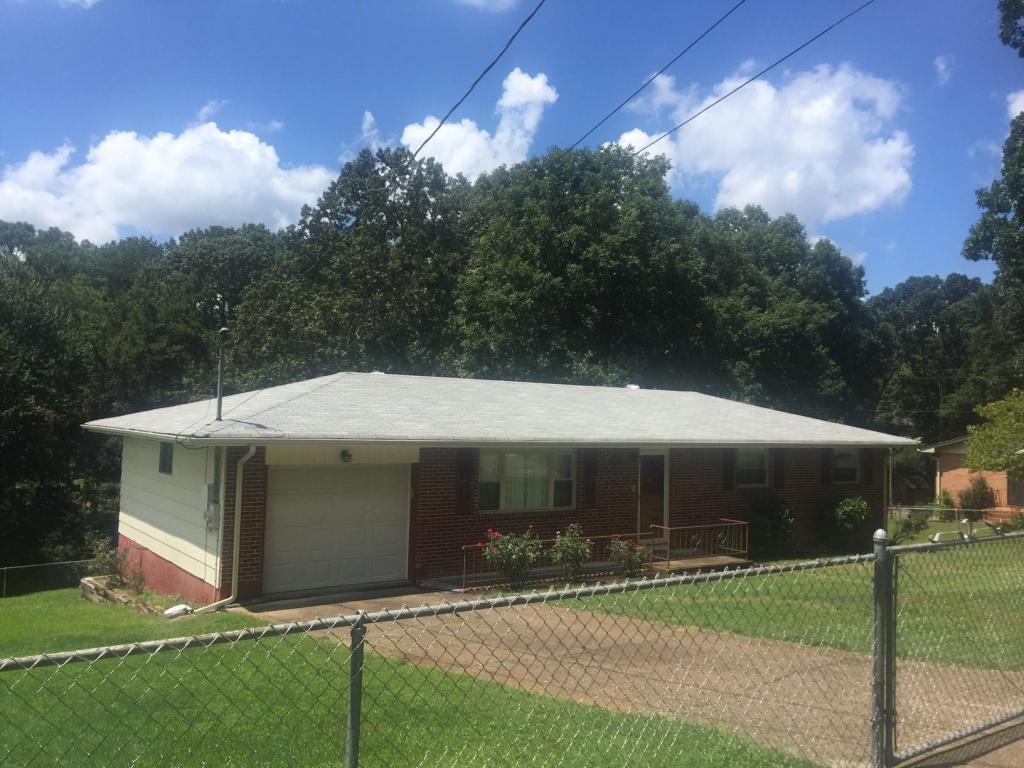 29 Travis Rd, Rossville, GA 30741