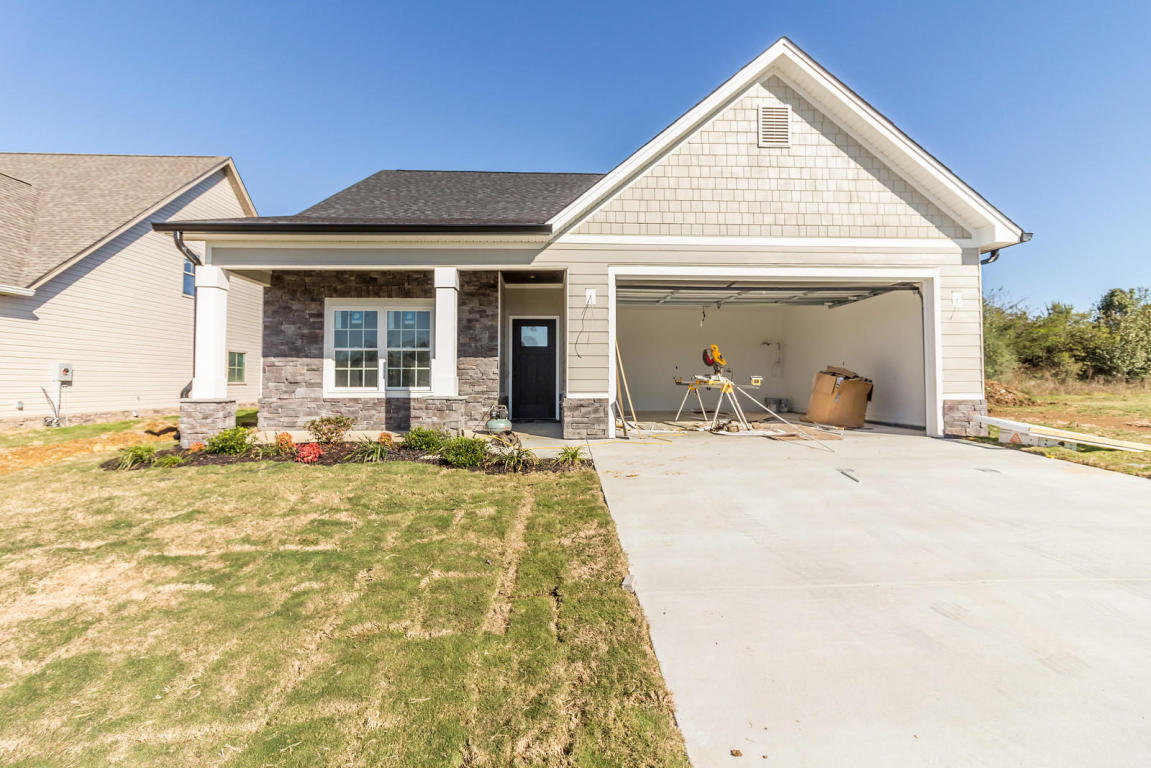 65 Browning Dr, Rossville, GA 30741