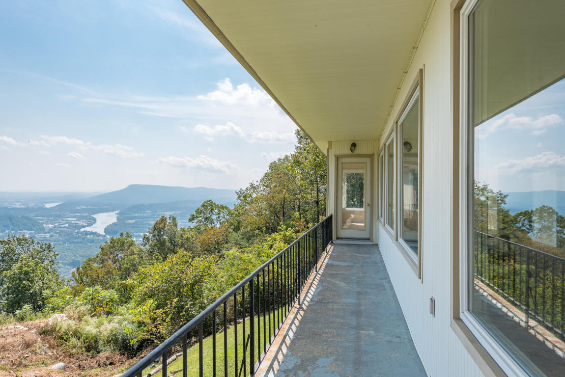200 S Palisades Dr, Signal Mountain, TN 37377