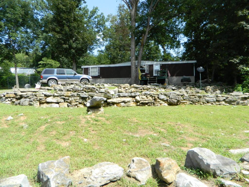 708 Back Valley Rd, Trenton, GA 30752