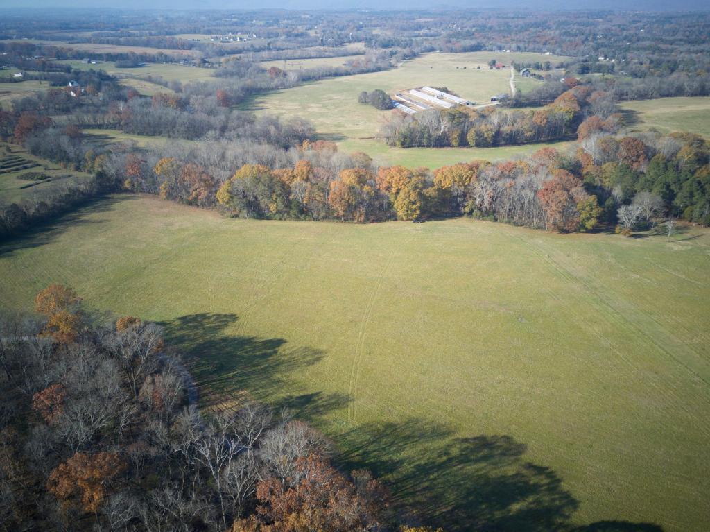 378 Country Farm Ln, Chickamauga, GA 30707