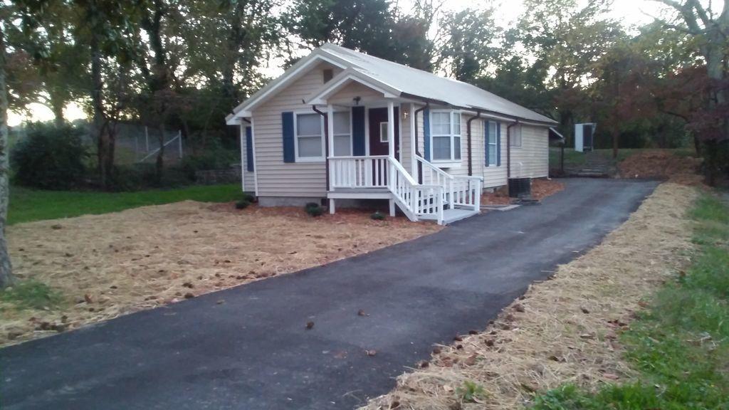 919 S Oakwood St, Rossville, GA 30741
