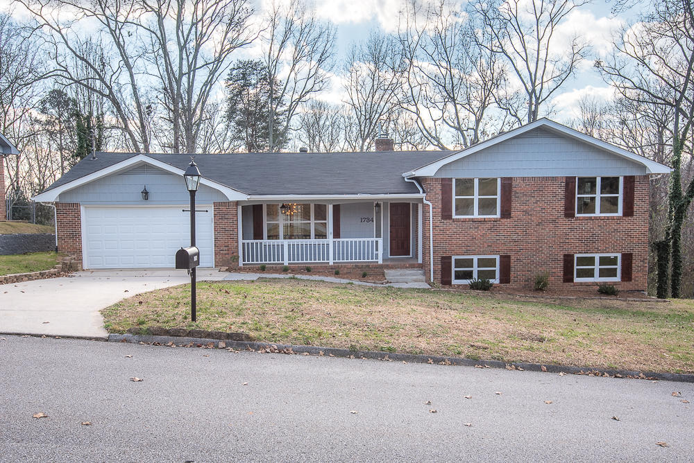 1734 Lake Wood Cir, Hixson, TN 37343