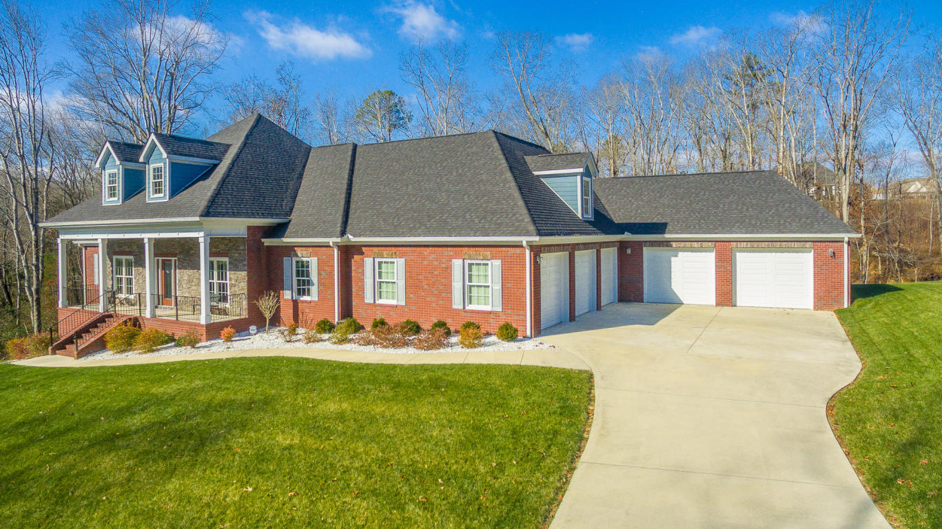 1471 Emerald Pointe Dr, Soddy Daisy, TN 37379