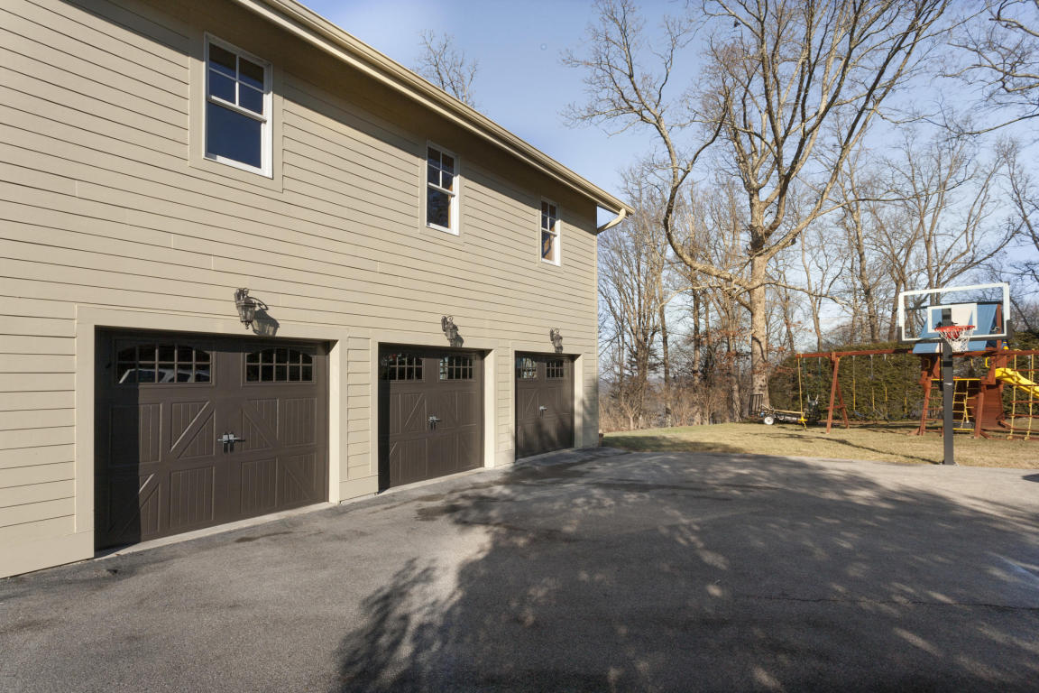 231 W Brow Oval, Lookout Mountain, TN 37350