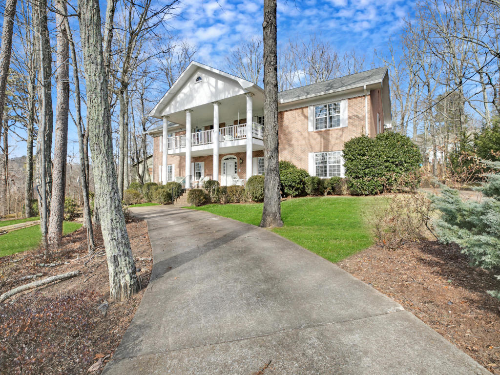 16 Rock Crest Dr, Signal Mountain, TN 37377