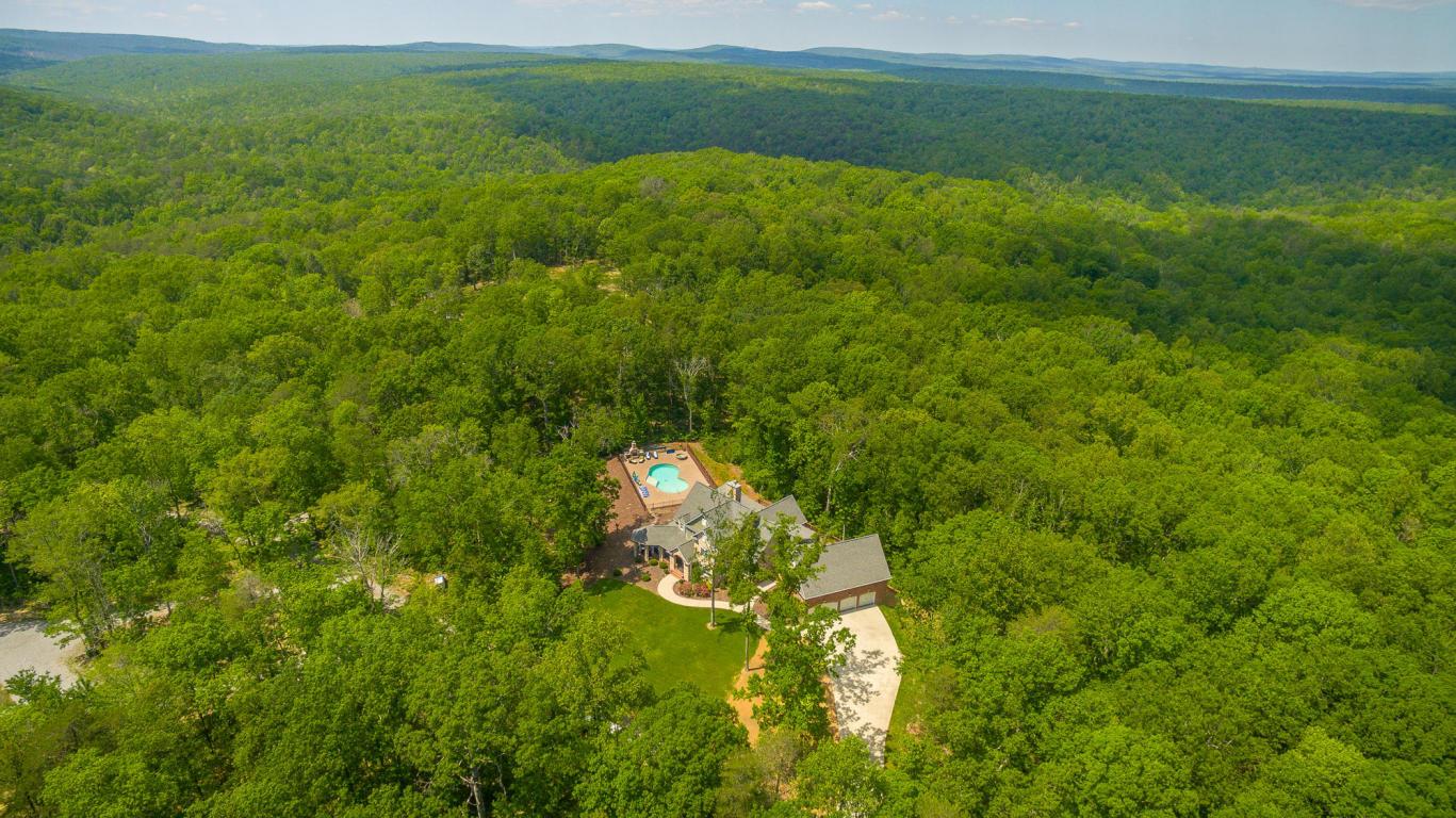 2621 Brenon Wood Ln, Signal Mountain, TN 37377